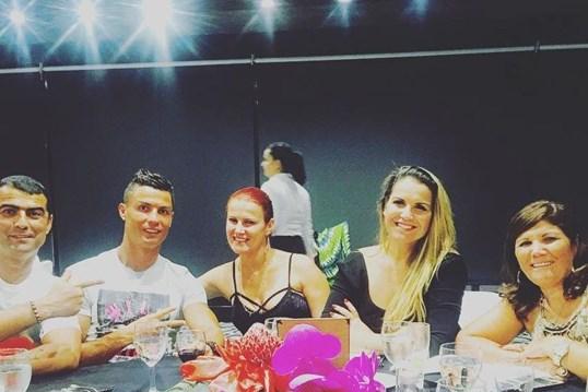 CR7 junta família em Madrid