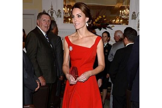 Kate Middleton deslumbra em gala