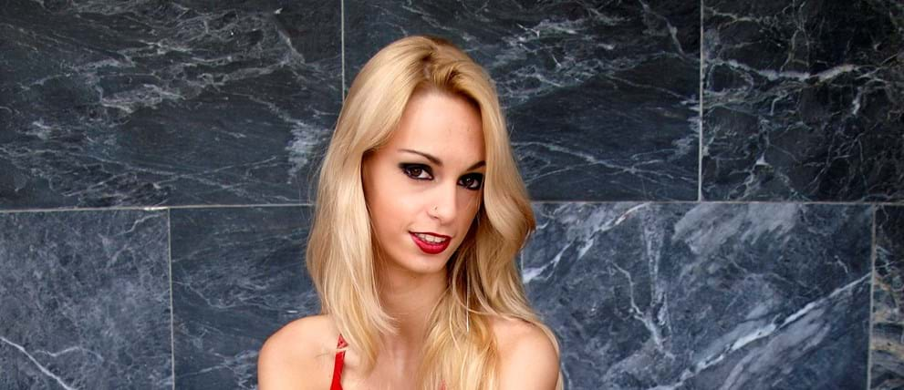 Süße Blondine Erica Fontes Erhält Eine Bestrafung
