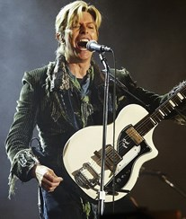 Famosos homenageiam David Bowie