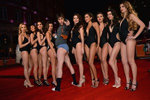 Sacha Cohen de cuecas na 'red carpet'