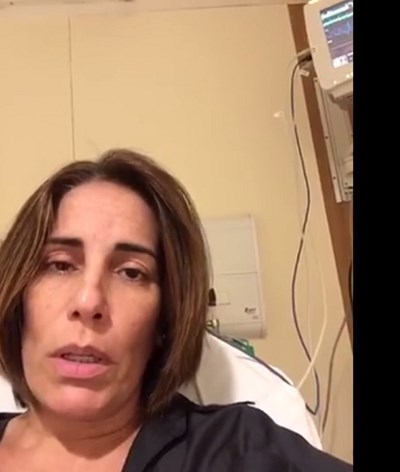 Glória Pires grava vídeo no hospital