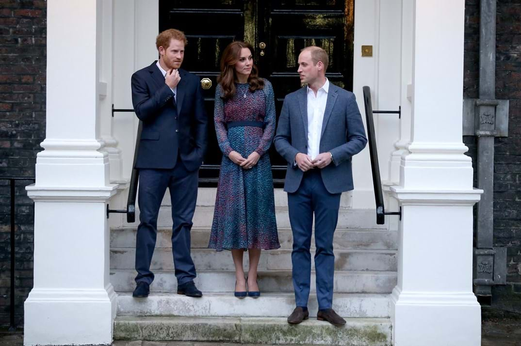 Duques de Cambride William e Kate com Harry