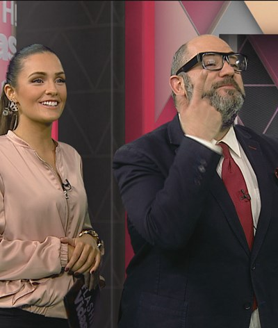 Polícia da moda comenta looks das famosas no evento Beauty Summit