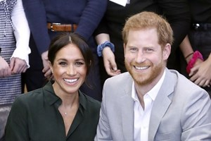 Meghan Markle afasta Harry e William