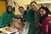 5af82bb9fed A mãe pediu e ele foi  CR7 visitou menino com leucemia na véspera de Natal