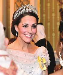 Kate Middleton brilha com tiara de Diana