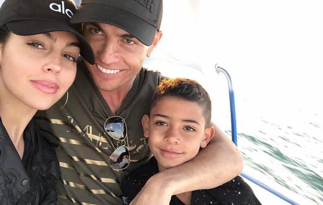 118e3f0ce62 Ronaldo em festa com milionária no Dubai - a Ferver Vidas