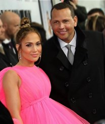 Jennifer Lopez e Alex Rodrigues anunciam noivado