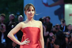Dakota Johnson apoia vítimas de abusos sexuais