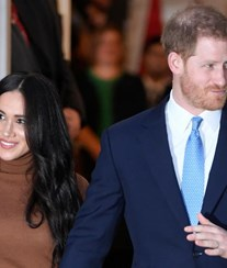 Harry e Meghan Markle sorridentes no regresso das férias polémicas