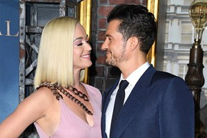 Katy Perry e Orlando Bloom anunciam que vão ser pais