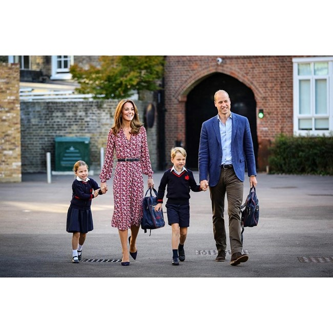 Príncipe William e Kate Middleton com os filhos George e Carlota