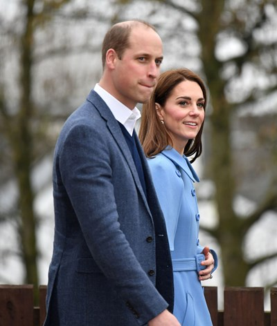 William e Kate Middleton voltam a Londres após surto