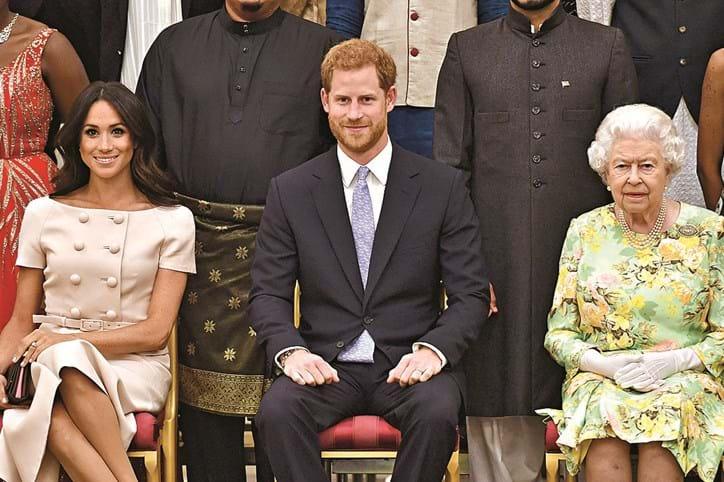 Meghan Markle teceu duras críticas à família real inglesa, que acusa de não a ter ajudado com a imprensa