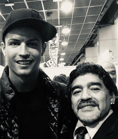 """Ronaldo dedica homenagem emotiva a Diego Maradona: """"Despeço-me de um amigo"""""""