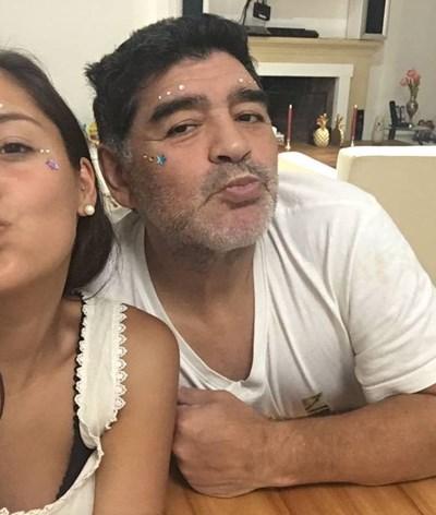 Paixões, divórcios e filhos ilegítimos marcam a vida polémica de Diego Maradona